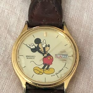 Men's Vintage Seiko Mickey Mouse watch.